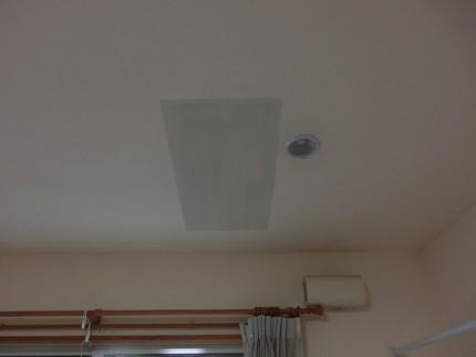 天井 色合わない