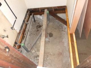 脱衣室床下地
