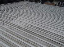 折版屋根のとても広い屋根