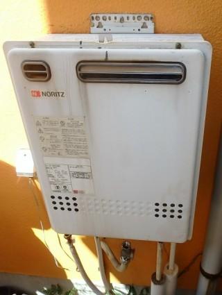 ノーリツ ガス給湯器 HCT-C2052SAWX-2BL13A エコジョーズ 施工前