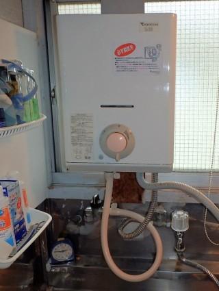 リンナイ 瞬間ガス湯沸かし器 RUS-V51XT(WH)13A 施工前